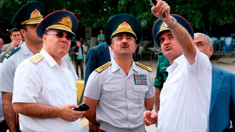 Generallar arasında qarşıdurma – Gömrükdə iki pəncərə