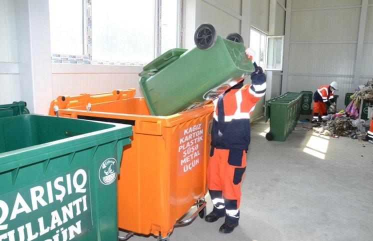 Bakıda məişət tullantıları konteynerlərinin sayı artırılır (FOTO)