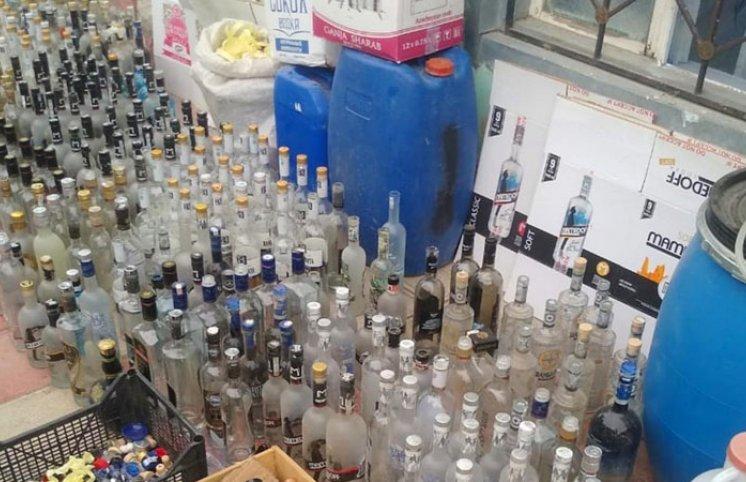 Bərdədə saxta alkoqollu içkilər istehsal edən müəssisə aşkarlandı (FOTOLAR)